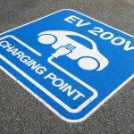Pierwszy nabór na zakup aut elektrycznych wstrzymany z powodu podatku dochodowego. Szykuje się zmian...