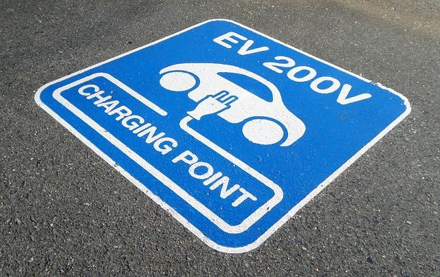 Pierwszy nabór na zakup aut elektrycznych wstrzymany z powodu podatku dochodowego. Szykuje się zmiana przepisów
